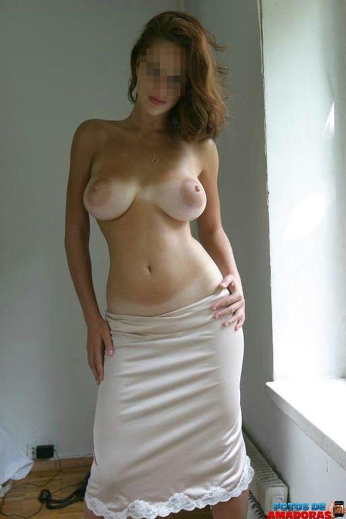 mulher-peituda-pelada-1