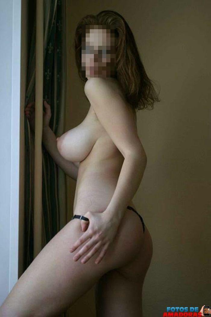 mulher-peituda-pelada-13