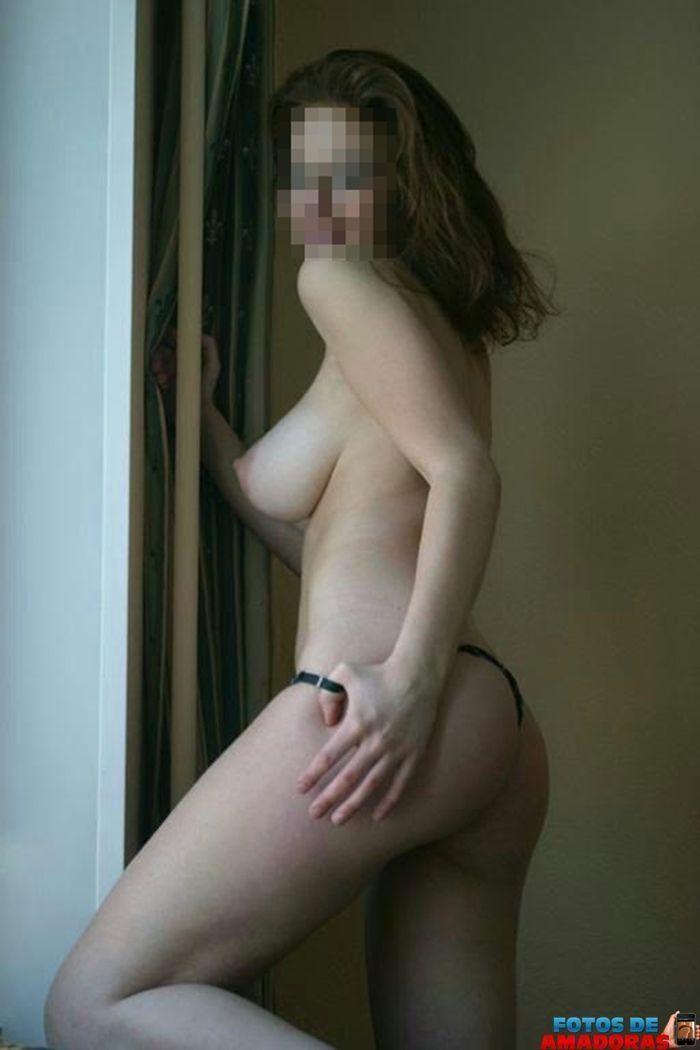 mulher-peituda-pelada-14