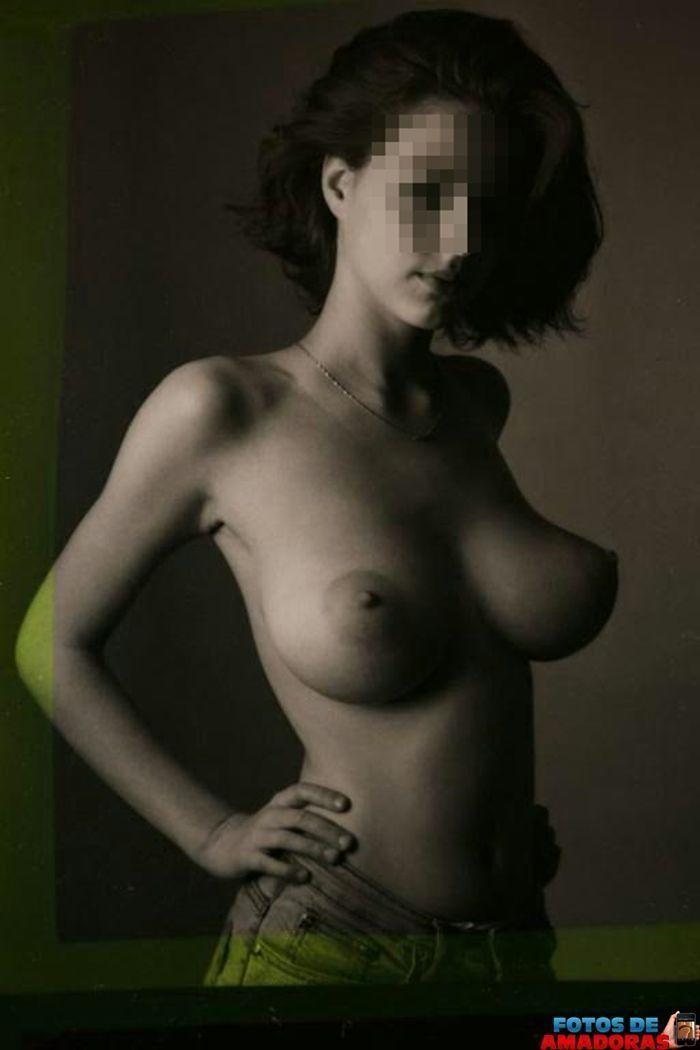 mulher-peituda-pelada-18
