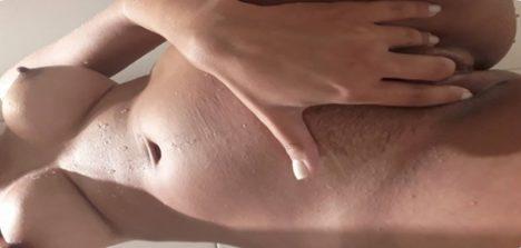 Fotos nude amadora peituda totalmente pelada no banheiro