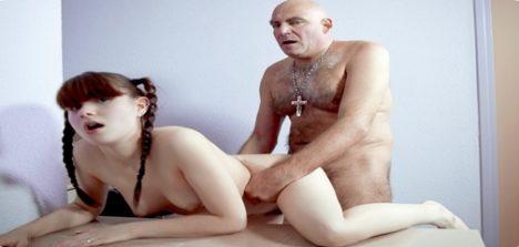Novinha fazendo sexo com velho em fotos porno nacional