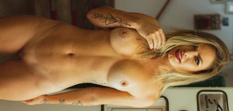 Natalia Casassola pelada durante ensaio adulto para fãs