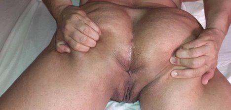 Fotos de coroa rabuda exibindo sua buceta molhada de tesão